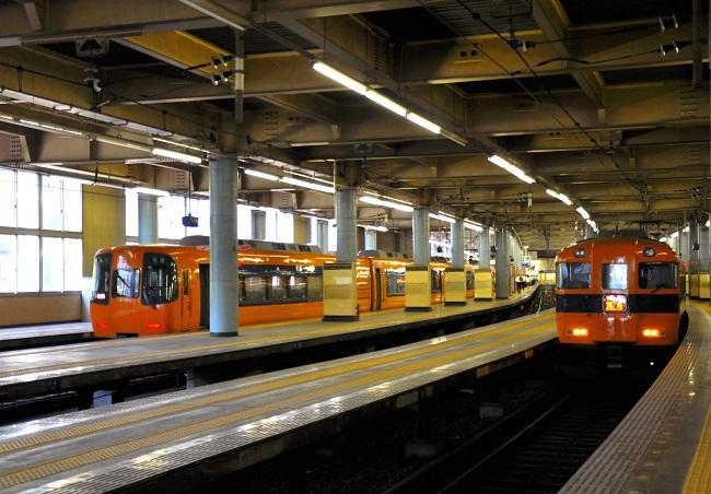近鉄 大阪上本町駅 地上ホームにて