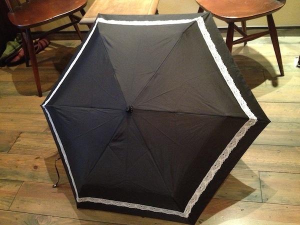 晴雨兼用傘のお忘れ物です。