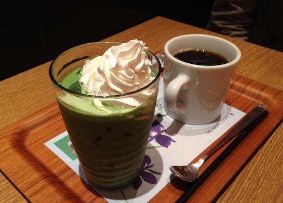 カフェにて(5月 本町)