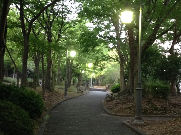 緑地公園から駅に向かう途中