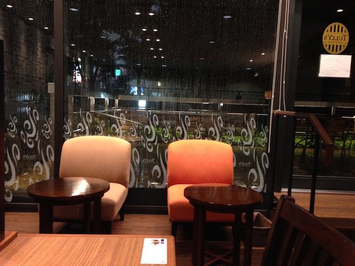 カフェにて(6月末 雨天)