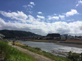 朝9時 猪名川から五月山を見る