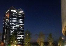 夜の梅田の空