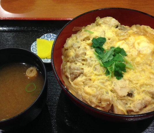 親子丼です。心斎橋本院から歩いて行きました。お手頃なご飯屋さんが心斎橋にもありました。