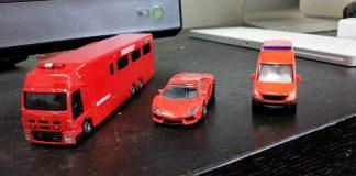 左からトミカ、マジョレット、ジク社の各ミニカー