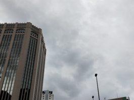 台風当日の空@肥後橋