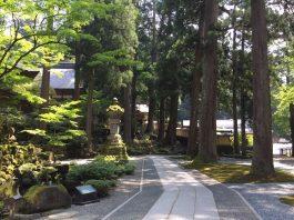 永平寺の山門前