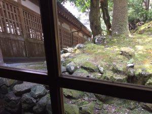 永平寺の回廊を眺める