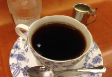 なんばにあるキッフェルコーヒーというカフェで深煎りのコーヒーを頂きました。