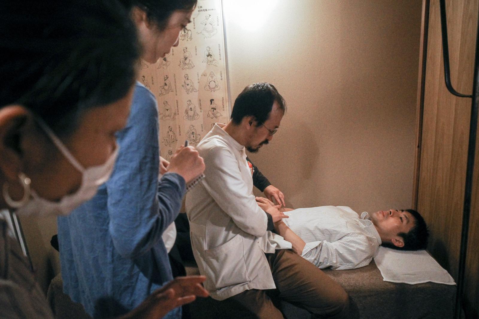 【通常通り!!】即位礼正殿の儀の日の鍼灸施療について