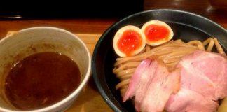 心斎橋にある「いかれたヌードル フィッシュトンズ」というラーメン屋にて。つけ麺大盛りを美味しく頂きました!