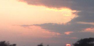 新幹線から夕焼けを撮りました。静岡県あたりにて。