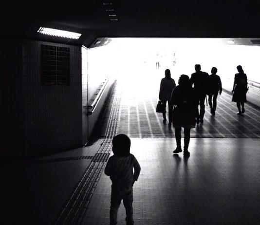 トンネル抜けて