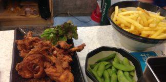 本院近くの「串カツ田中」にて。この日は鶏の手羽先などが食べ放題でお得でした!