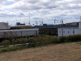 新幹線の見える公園にて
