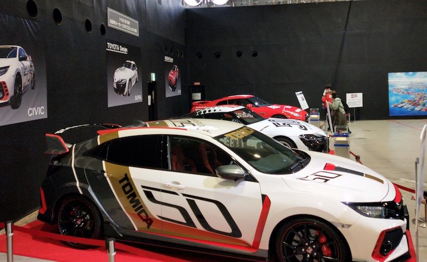 (手前より)HONDAシビック、TOYOTAスープラ、日産GT-R