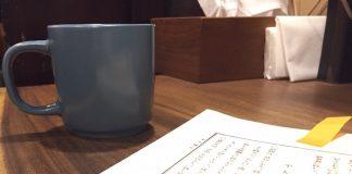 カフェオレを飲みながら